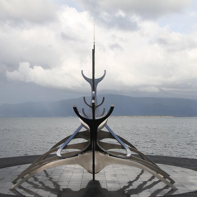 Sólfar (Sun Voyager) sculpture by Jón Gunnar Árnason.