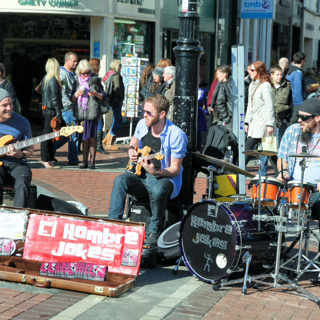 Band playing on South King Street in Dublin.