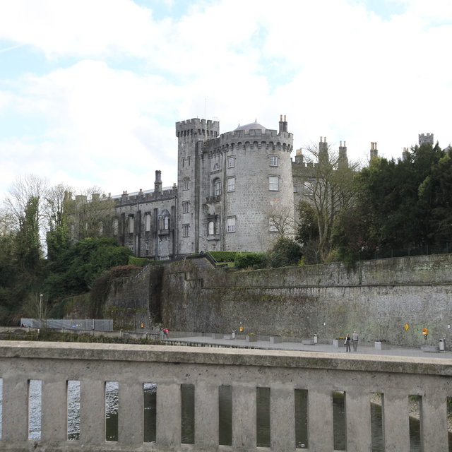 Kilkenny Castle seen from the River Nore.