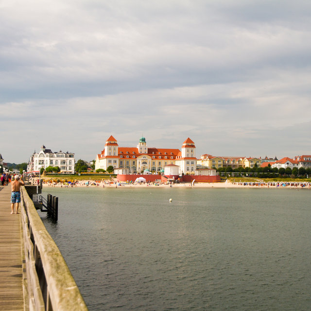 The Grand Hotel Kurhaus and the beach in Binz.