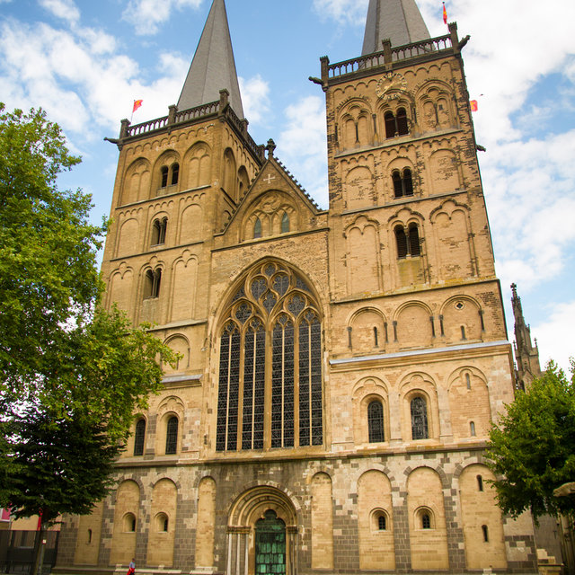 The main entrace and towers of the Xanten Cathedral.