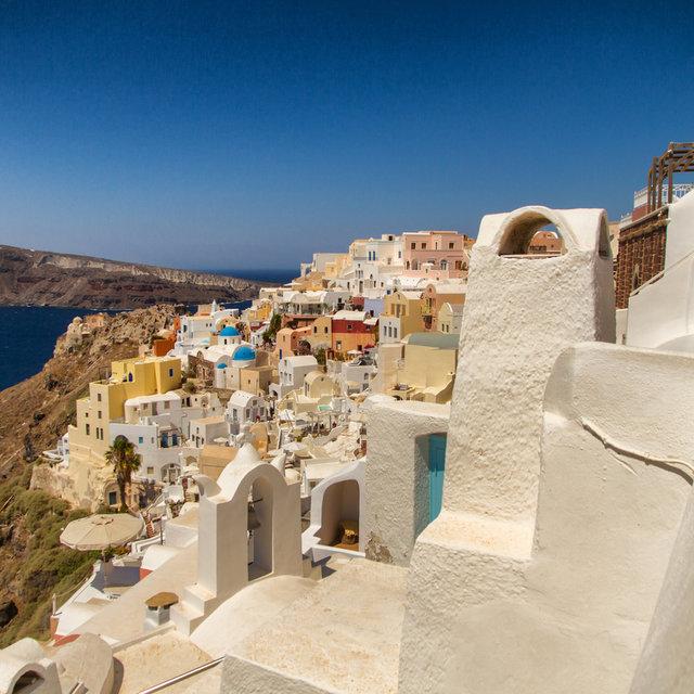 Houses of Oia set upon the rockface.
