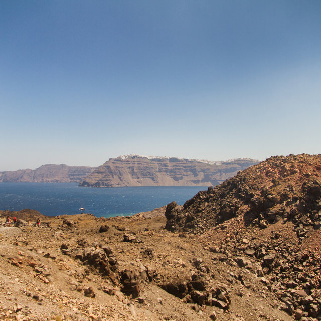 View from Nea Kameni into the direction of Imerovigli.