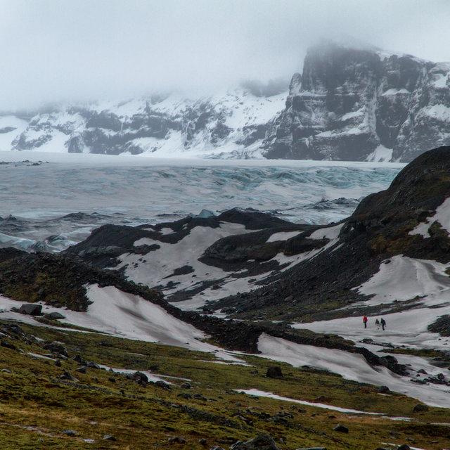 View onto the Sólheimajökull glacier terminus of the Mýrdalsjökull glacier.