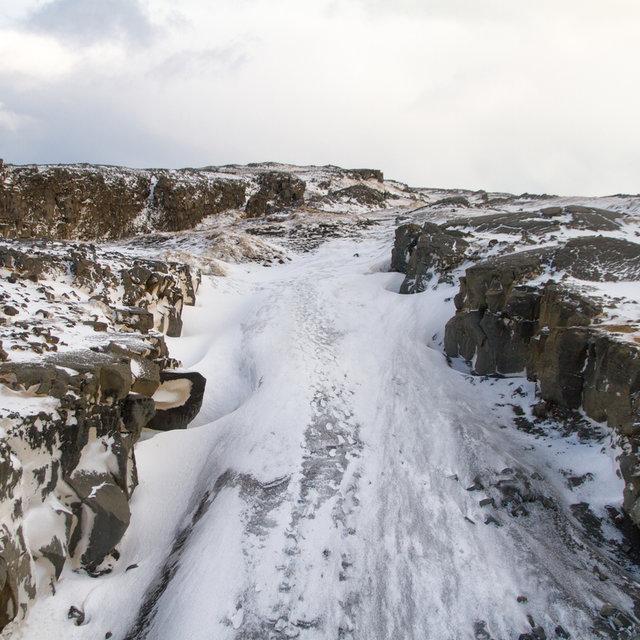 North view of the Álfagjá rift valley from the Miðlína bridge.