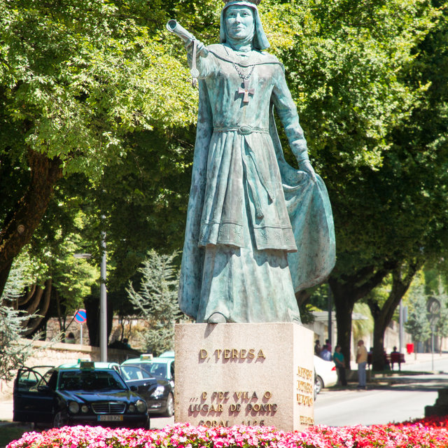 Statue of Dona Teresa in Ponte de Lima.