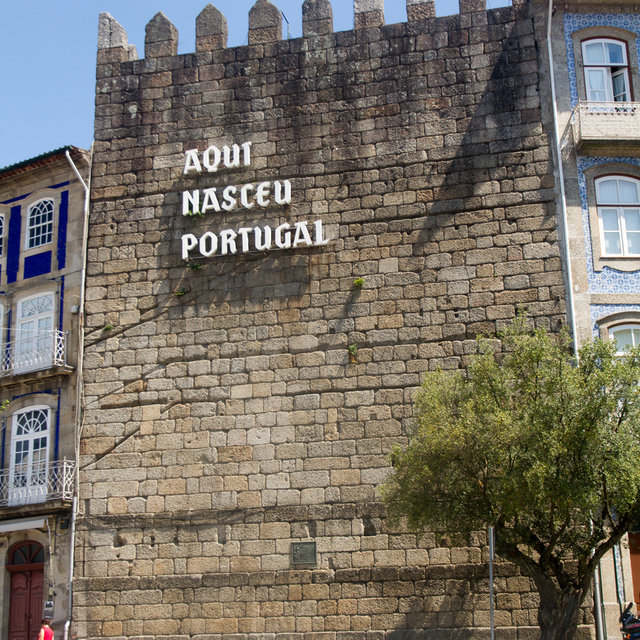 'Aqui nasceu Portugal' (Portugal was born here) writing on an old tower of the city wall of Guimarães.