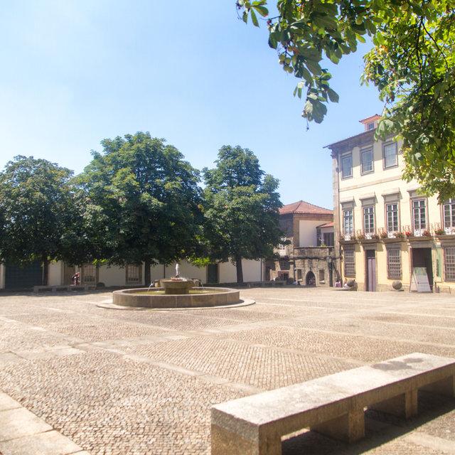 View over the Largo Cónego José Maria Gomes in Guimarães.