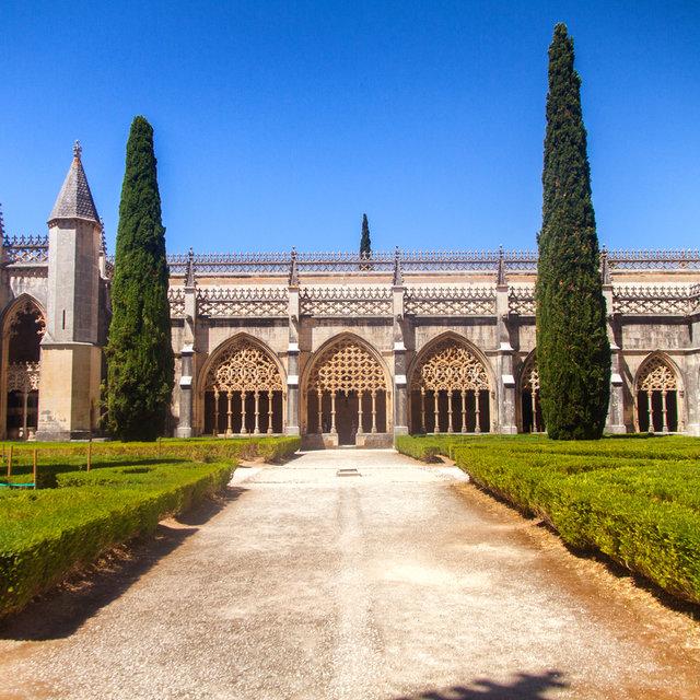 A courtyard in the Batalha Monastery.