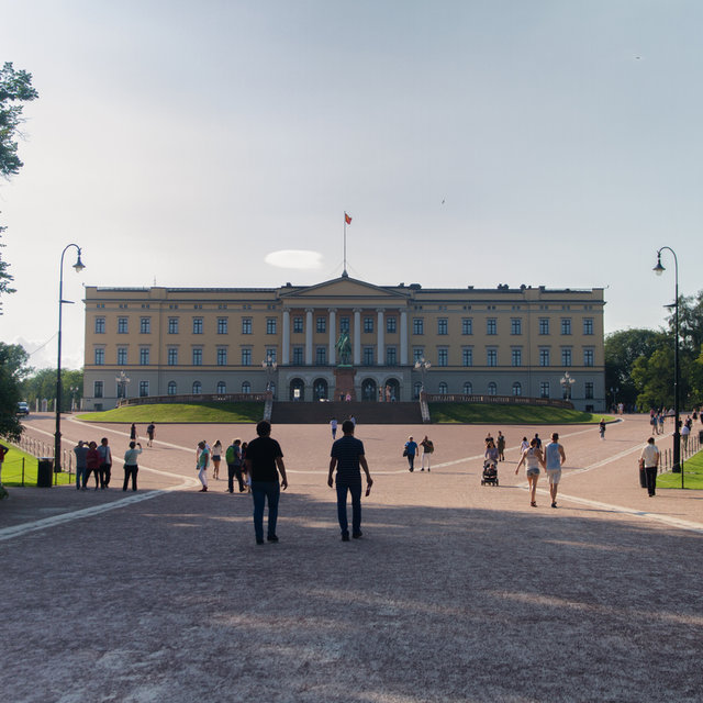 The front façade of the Royal Palace in Oslo.